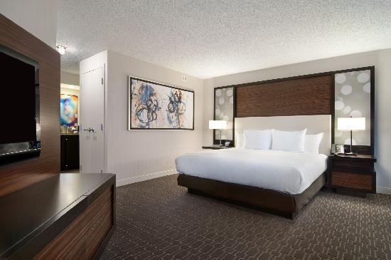 Hilton Atlanta Airport: King Corner Reverse Angle