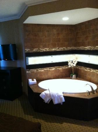 BEST WESTERN PLUS InnSuites Yuma Mall Hotel & Suites: jacuzzi tub
