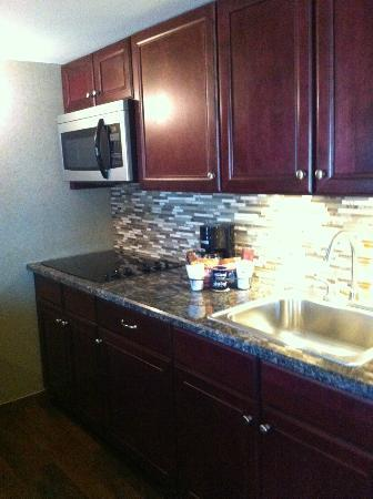 BEST WESTERN PLUS InnSuites Yuma Mall Hotel & Suites: kitchen