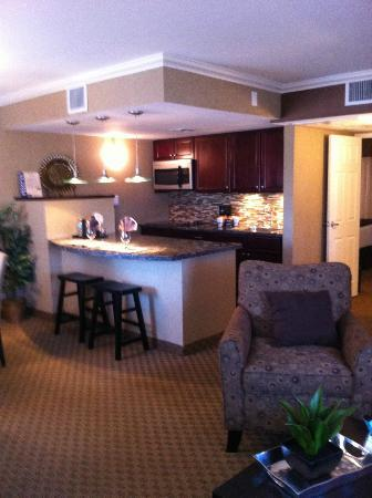 BEST WESTERN PLUS InnSuites Yuma Mall Hotel &amp; Suites: kitchen