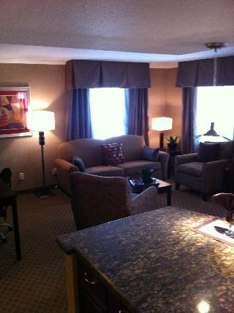 BEST WESTERN PLUS InnSuites Yuma Mall Hotel &amp; Suites: living room