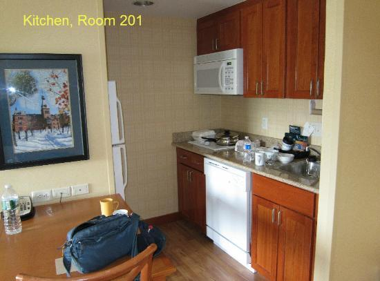 Homewood Suites Ithaca: kitchen