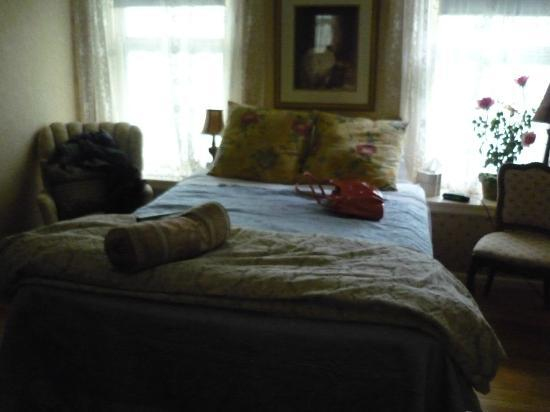 Chesny's Keswick Manor: The smallest bedroom