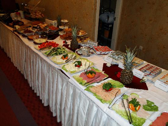 The Byzantium Hotel &amp; Suites: Ontbijtbuffet