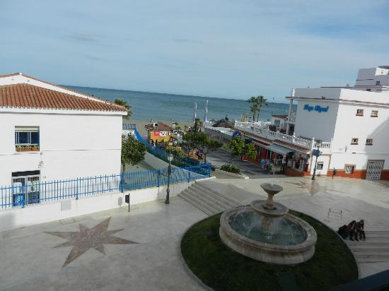 Hotel Cabello: Looking to the plaza and sea from 2nd floor room