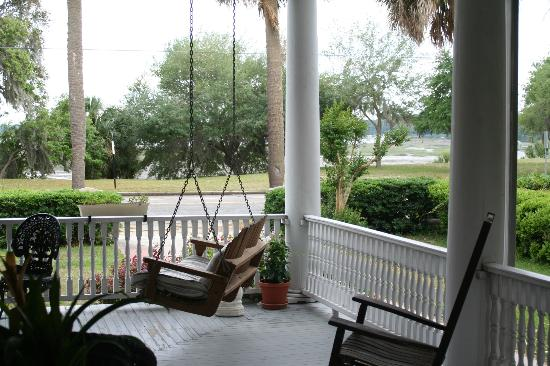 Two Suns Inn Bed & Breakfast: The front porch looking to the waterfront as seen from our doorway.