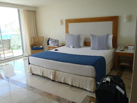 Park Royal Cozumel : Room 2701 - king bed (uncomfortable)