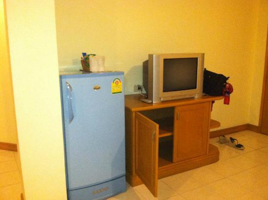 Casa Jip Guesthouse: TV &amp; Fridge