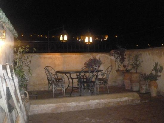 Dar El Hana: Terras by night