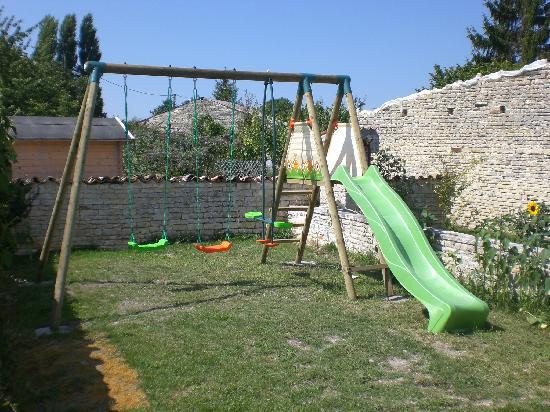 La Maison des Tournesols: Childrens play area