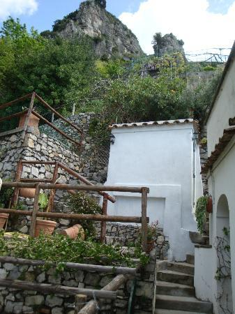 Villa Punta del Sole: View of the stairs going up from the apartment
