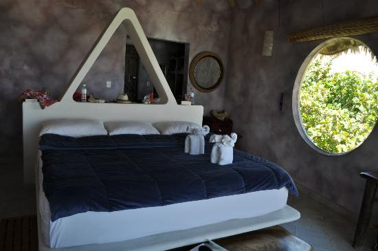 Suenos Tulum: bedroom with towels folded like elephants