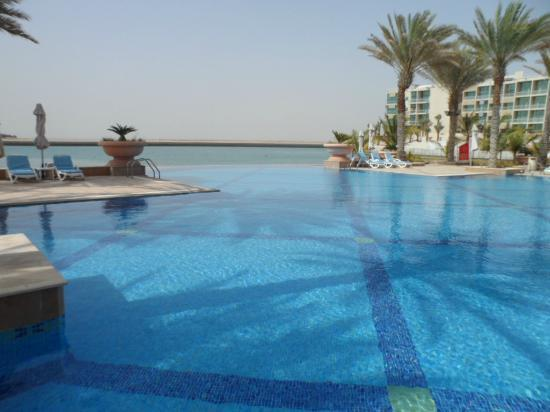 Al Raha Beach Hotel: the pool