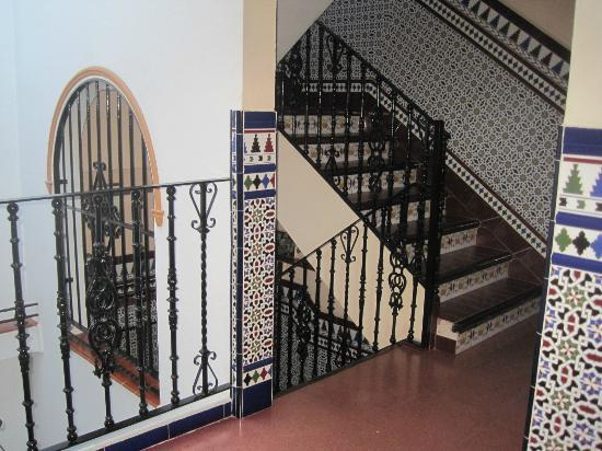 Hostal San Francisco : l&#39;escalier de l&#39;hotel 