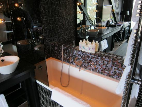 Canal House: Great Room tub