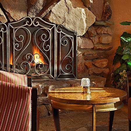 Hotel on the Falls: Fireside Lounge