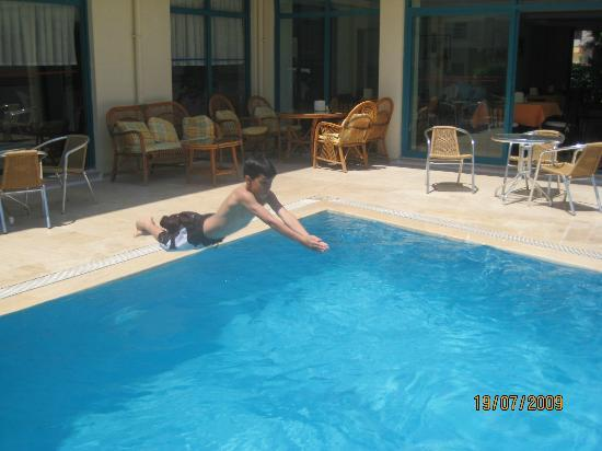 Hotel Villa Atac: swimming pool .. kids love it