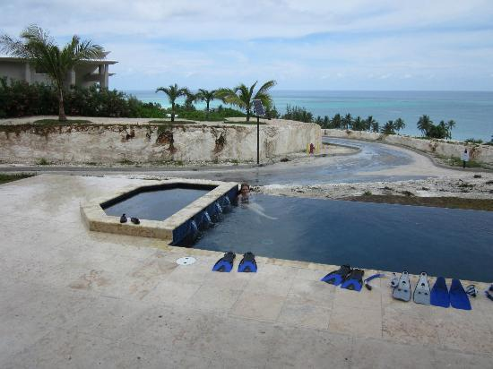 ‪‪Sky Beach Club‬: Pool at our unit #9‬