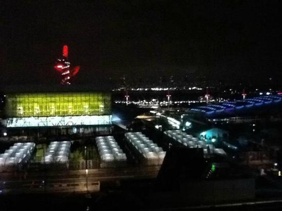 Staybridge Suites London-Stratford City: view from my room at night