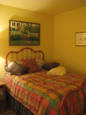Artist's House Bed & Breakfast: Smaller Bedroom