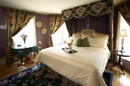 The Troy-Bumpas Inn Bed and Breakfast: The Nina Suite