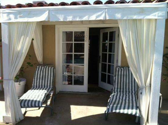 La Dolce Vita Resort & Spa: Double French doors into poolside room