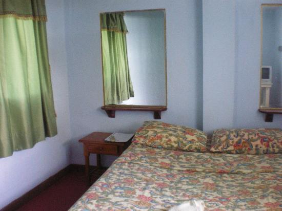 Hostal Elizabeth: Double room with bath, fan and TV