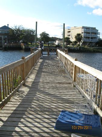 Joy Lee Apartments: private dock behind owners house that she will let you use