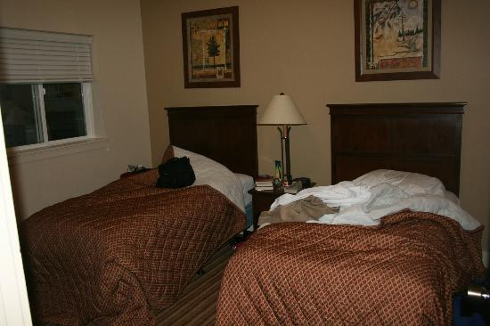 Worldmark Estes Park Colorado: Twin Bedroom (sorry for the mess)