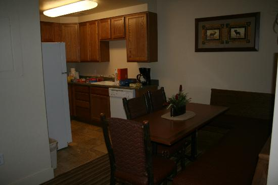 Worldmark Estes Park Colorado: Kitchen, everything you could need - even a blender!