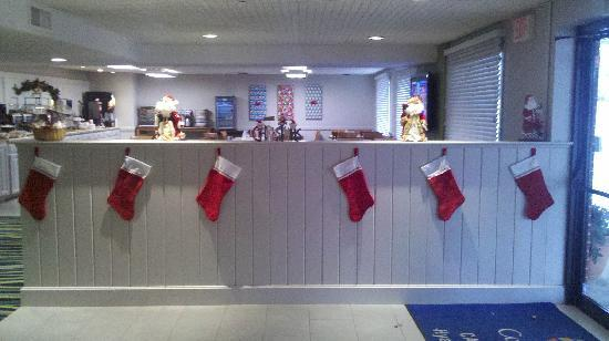 Comfort Inn Cape Cod: They decorated for Christmas the night I got there!