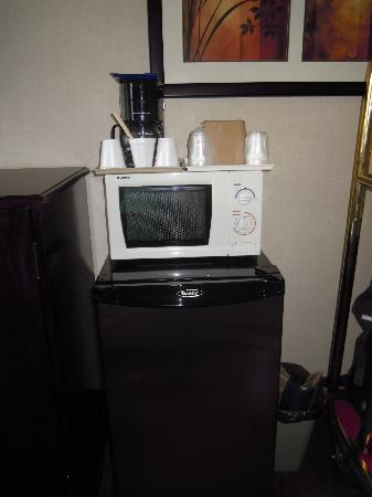 Vagabond Inn Executive Pasadena: microwave coffee maker