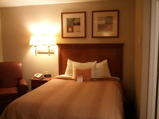 Candlewood Suites Montgomery: Comfy bed
