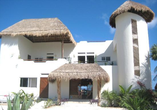 Almaplena Eco Beach Resort: Los duenos