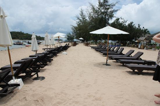 Al's Laemson Resort: beach