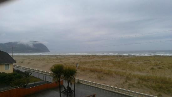 Inn of the Four Winds: View from the Patio of our room.  Was cloudy but did clear and ended up sunny and beautiful