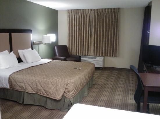 Extended Stay America - Los Angeles - Ontario Airport: Queen Room