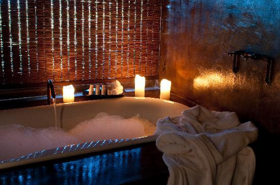 Romantic bath kwena lodge bedroom picture of gondwana for Romantic bathroom designs for couples