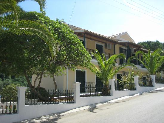 Niouris Apartments