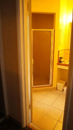 Days Inn - Santa Barbara: Bathroom