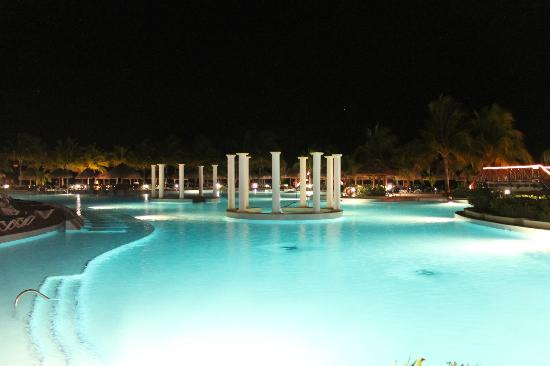 Grand Palladium White Sand Resort & Spa: Piscina principal del White sand and Riviera