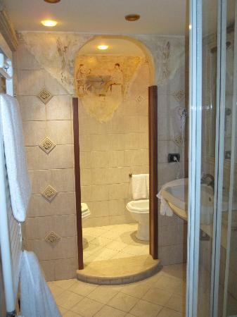 Cenci B&amp;B: large bathroom
