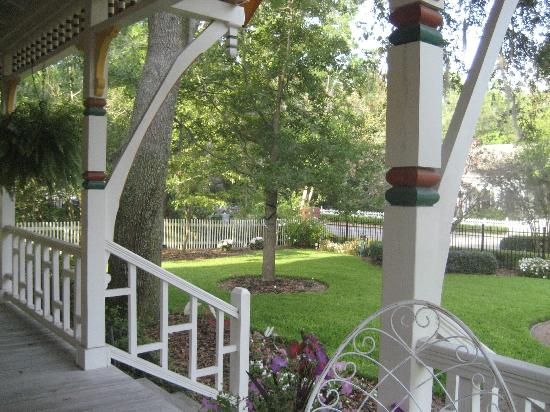 The Laurel Oak Inn: Morning Coffee on the Front Porch