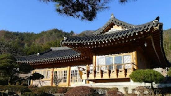 Traditional Korean House Geuruteogi