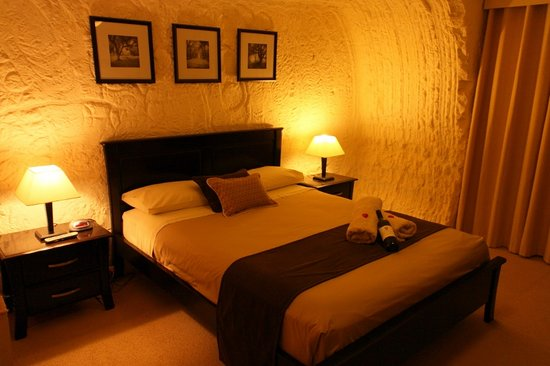 Underground Bed & Breakfast: Bedroom 1