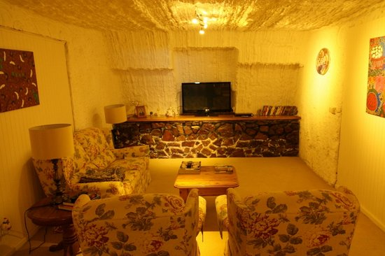 Underground Bed & Breakfast: Lounge