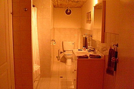 Underground Bed & Breakfast: Ensuite