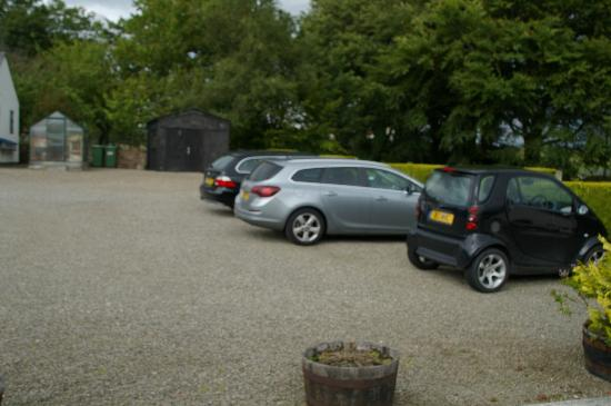 Middle Holly Cottage: Carpark
