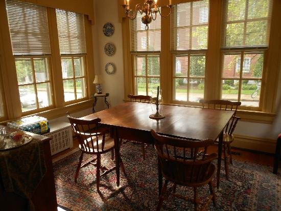 Colonial Capital Bed and Breakfast: Breakfast nook