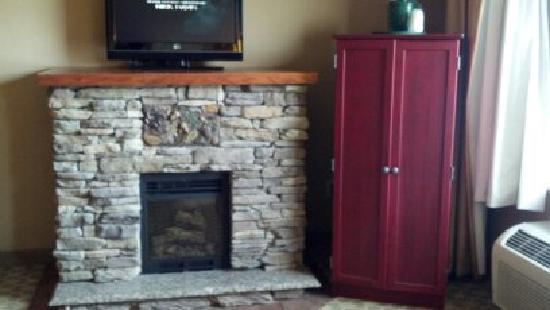 La Quinta Inn & Suites Boone: fire place in suite